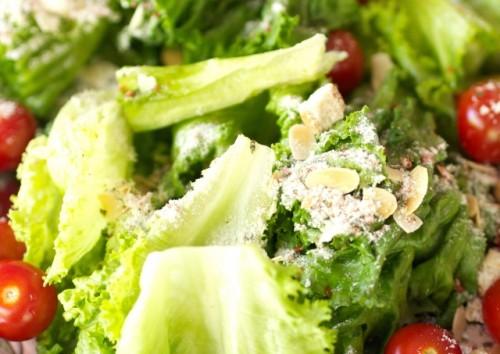 低カロリーの料理を食べる