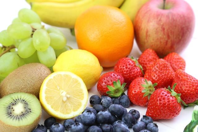 野菜や果物を食べる
