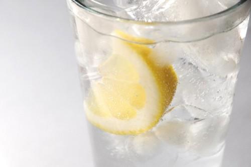 甘い炭酸飲料を炭酸水に代えよう