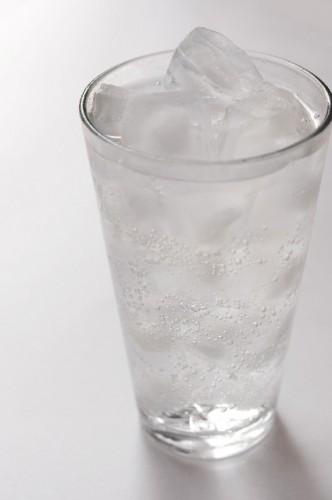 炭酸水は満腹感を得やすくダイエット効果も!