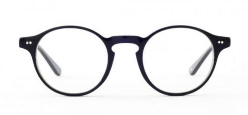 「四角顔」の方に似合う曲線を使ったラウンド型やオーバル型の眼鏡