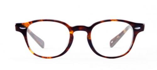 「ホームベース型」の顔立ちは四角顔と同じラウンド型やオーバル型の眼鏡