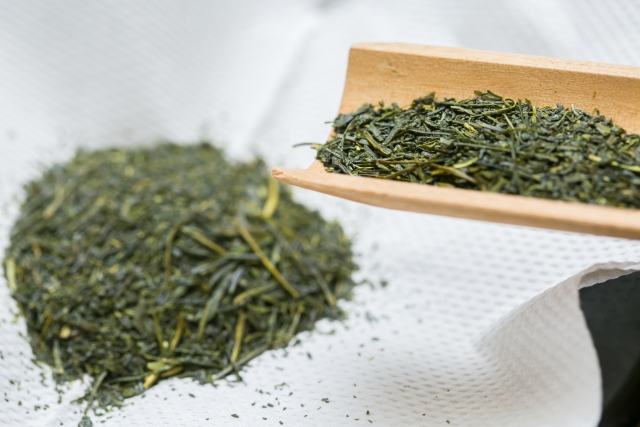緑茶を食べる