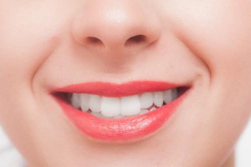 歯を白くする簡単な方法