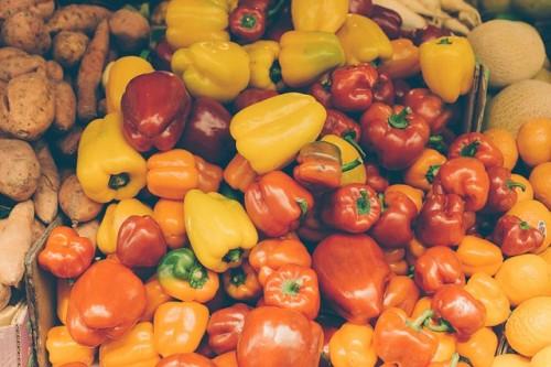 農薬が付着した野菜や果物を食べる