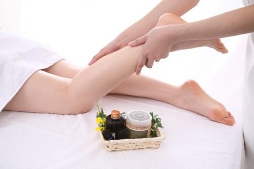 マッマッサージで足の筋肉の血行を促す