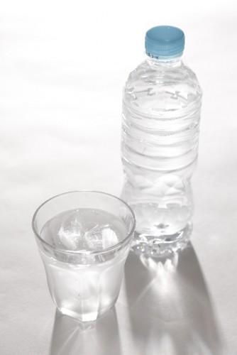 就寝前にはコップ1杯の水を常温で飲むのがベスト