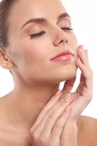 収れん化粧水とパッティングを組み合わせてハリ効果持続