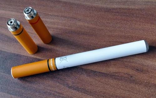 かなり深刻?多発する電子タバコの健康被害