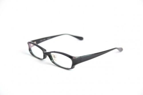 伊達メガネは視力低下を招く原因になる可能性も?