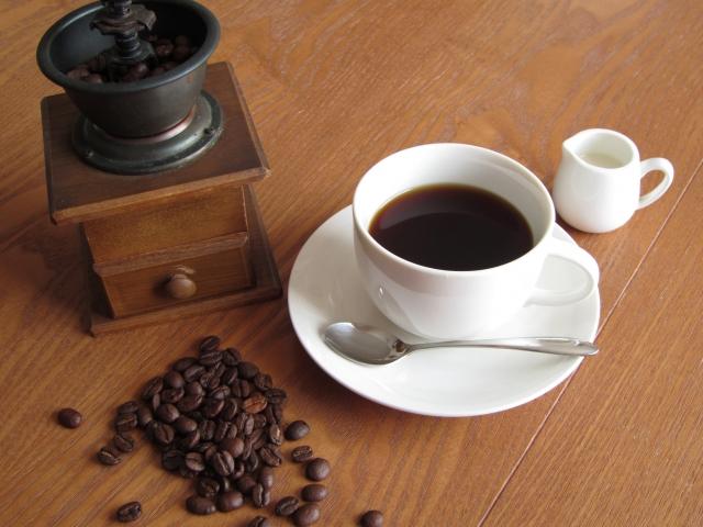 コーヒーのカフェインは飲むタイミングが仕事の質を左右する