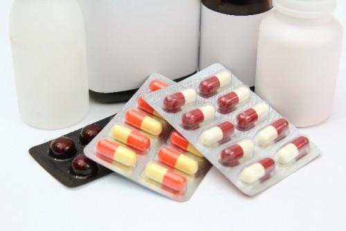 薬を飲んでいる人はサプリとの併用に注意