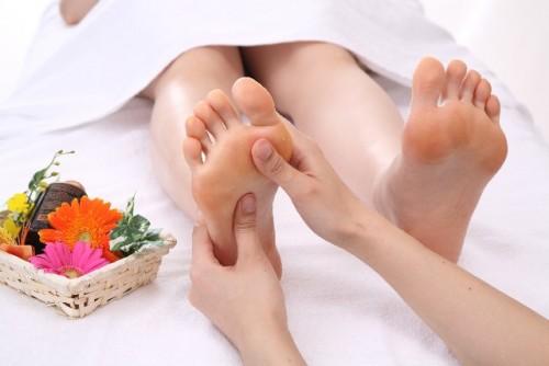 足の疲れを取り除く、リフレッシュマッサージ