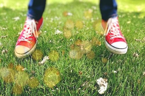 靴を目立たせたいなら、トップスとボトムスを同系色にする!