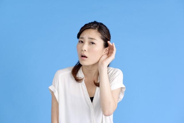 耳の奥に詰まった耳垢が聴力を低下させる