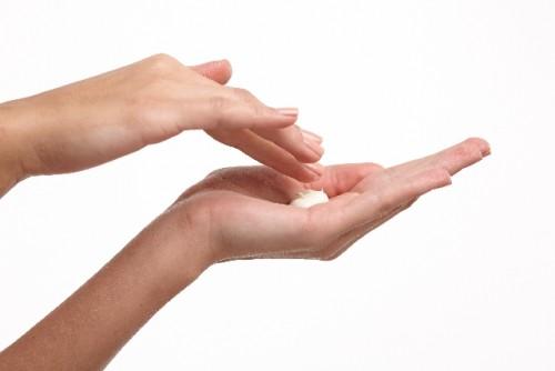 手と顔では肌質や色なども全く違う!