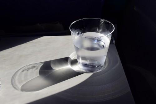 昼食時は常温の水を飲んで胃腸をケア