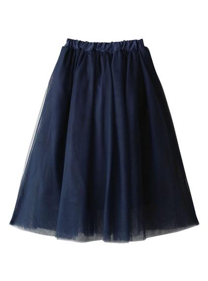 エアリーなスカートを合わせて軽やかに着こなす