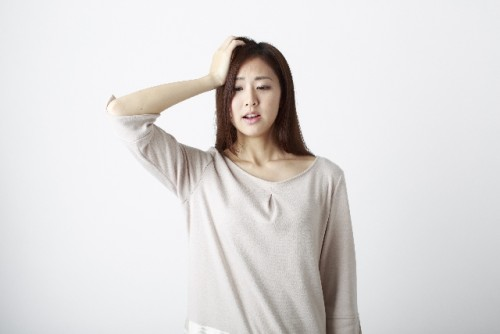 抜け毛にきくツボ「百会」を押して薄毛を予防する
