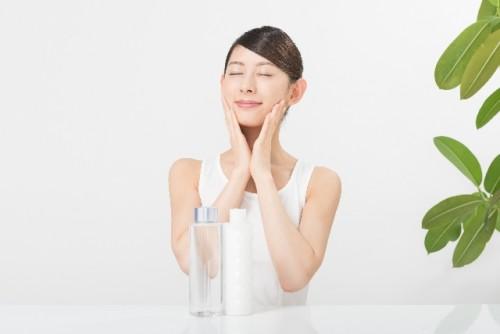 手とコットンならどっちが良い?化粧水の使用方法