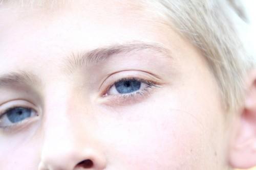 ハンサム眉の特徴は直線&シャープ