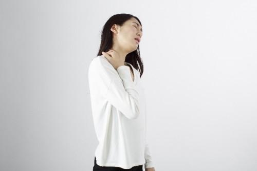 肩こりの原因は姿勢の悪化と血行不良