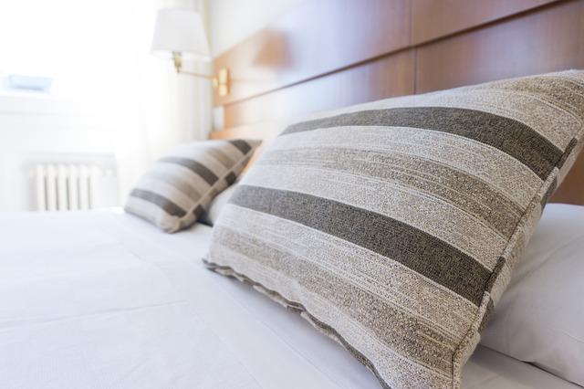 同じ洋服や寝具を使用し続けると雑菌がニキビを作る