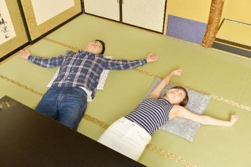 寝たままでOK!ベッドの中でできる伸び伸びストレッチ