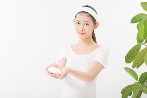 朝の洗顔はやはり洗顔料を使ってしっかり洗うべき?