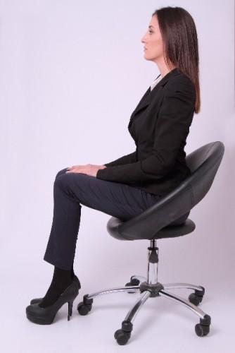 ボディラインを崩さない、正しい座り方をマスターしよう
