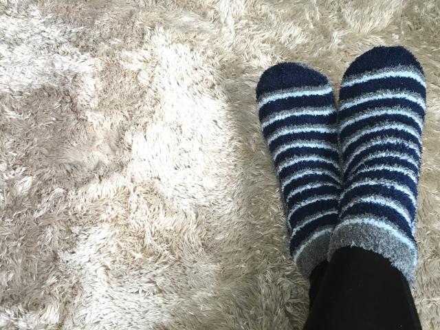 靴下の重ね履きで足元から温める冷えとり方法
