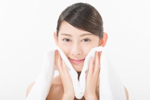 朝洗顔は自分の肌にあった洗い方をするのが正解!