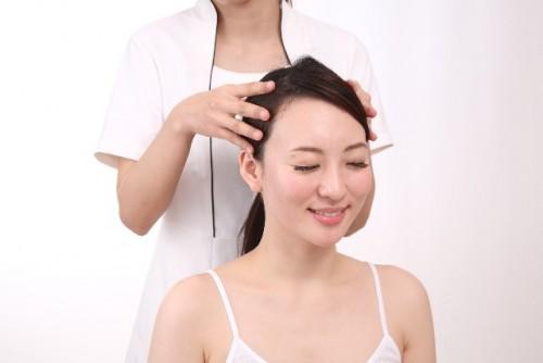 実は深刻…頭皮の凝りは美容にも悪影響を及ぼす