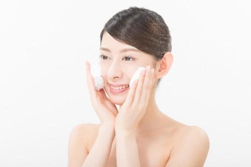 乾燥肌を防ぐには丁寧な洗顔が欠かせない