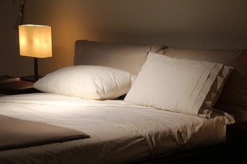肌への負担を軽くするため睡眠時間を多くする