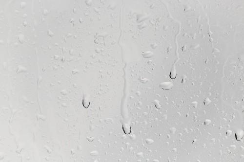 肌が乾燥する理由は「水分不足」が原因
