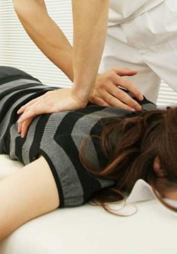 基本は自宅療養、ぎっくり腰に用いられる治療法