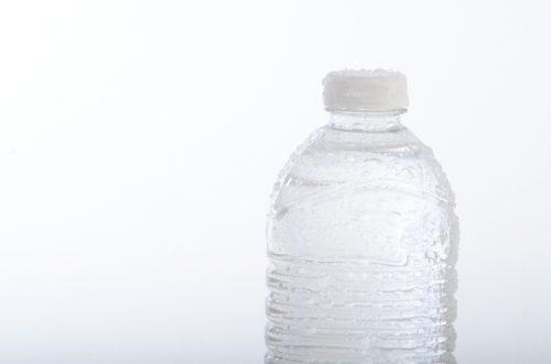 口の中が乾かないよう適度に水分補給をする