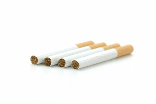 血管を収縮させるため、タバコは吸わない