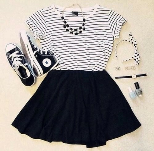 黒スカートのミニ丈は靴の相性で選ぶ