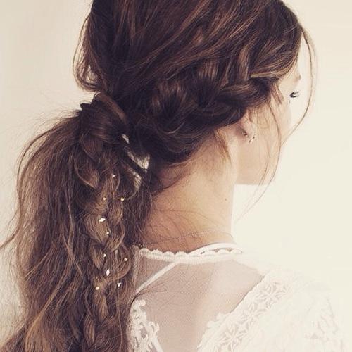 お家デートファッションではヘアスタイルも「ゆるかわ」で