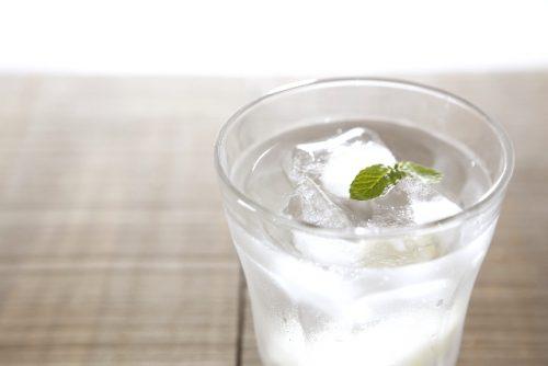 ラーメンを食べる前に水分を摂取して血糖値の上昇を防ぐ