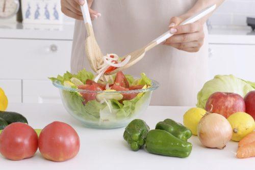 食事は肝臓に優しく身体への負担が少ないメニューを