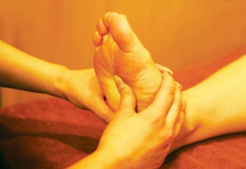 足の裏にあるツボを刺激して疲労感を解消
