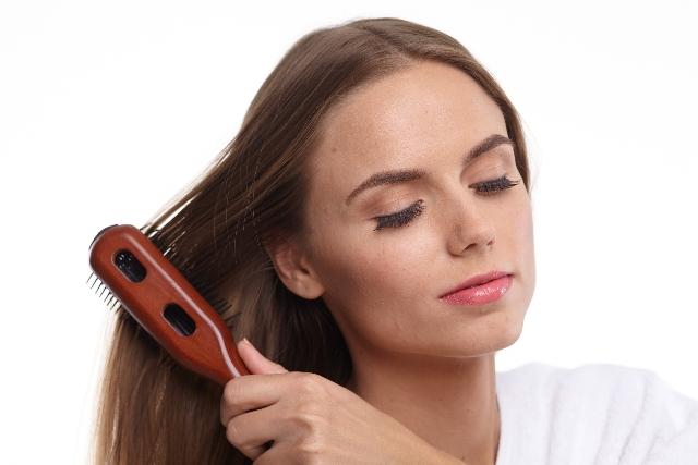 事前にブラッシングを行なうことで髪の毛がさらさらに