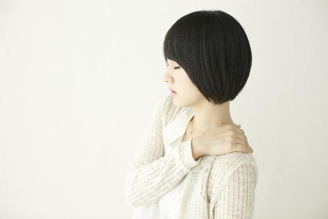 慢性的な疲労感の原因は肩こりが引き起こす