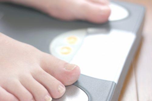 足の角質を削るとダイエット効果もアップ!