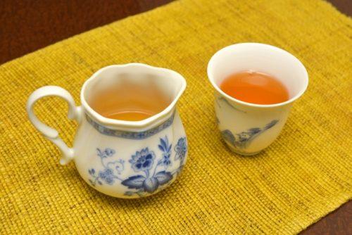 摂り過ぎた脂を排出し、代謝も上げてくれる烏龍茶