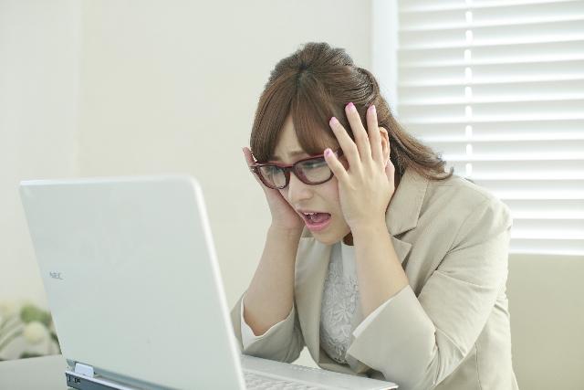 パソコンが原因の肩こりを解消する首ストレッチ