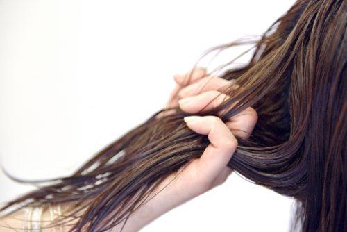 トリートメントは地肌につけず髪に揉み込んで保湿